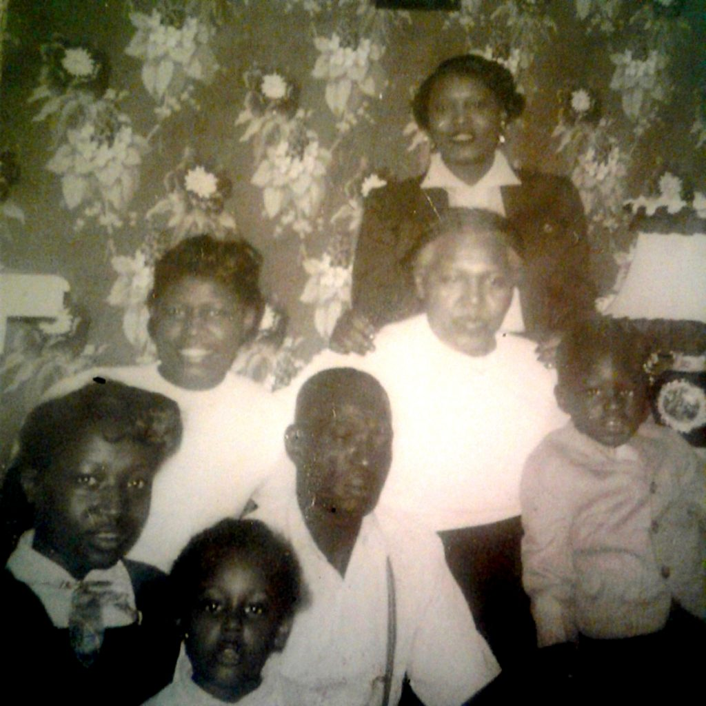 Wesley Brooks, Wife Liler Smith, Daughter Gloria Brooks and Grand Children