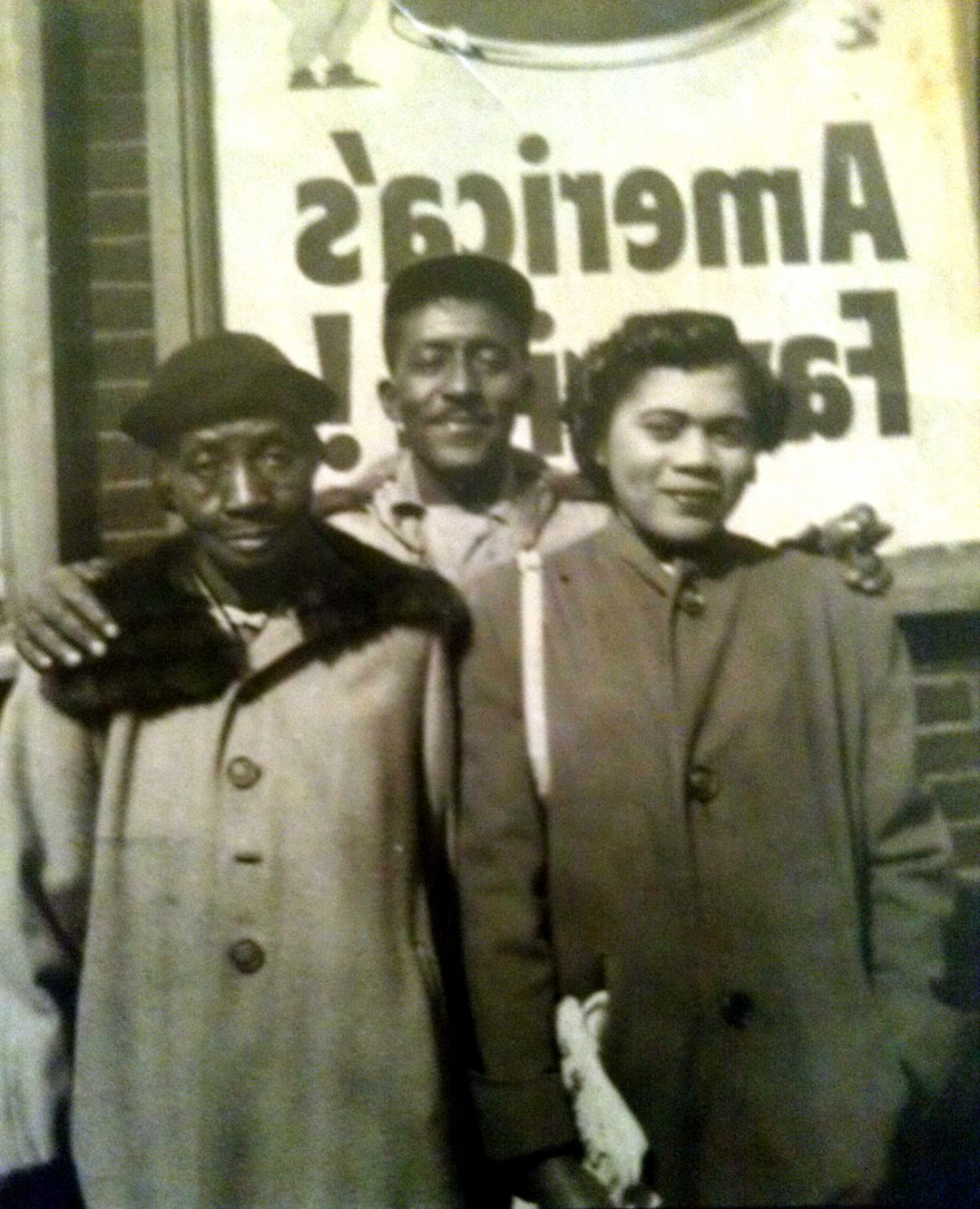 Gladys Adams Ford Buffington, Lawrence Buffington and Minnie Walker, Waterford, MS